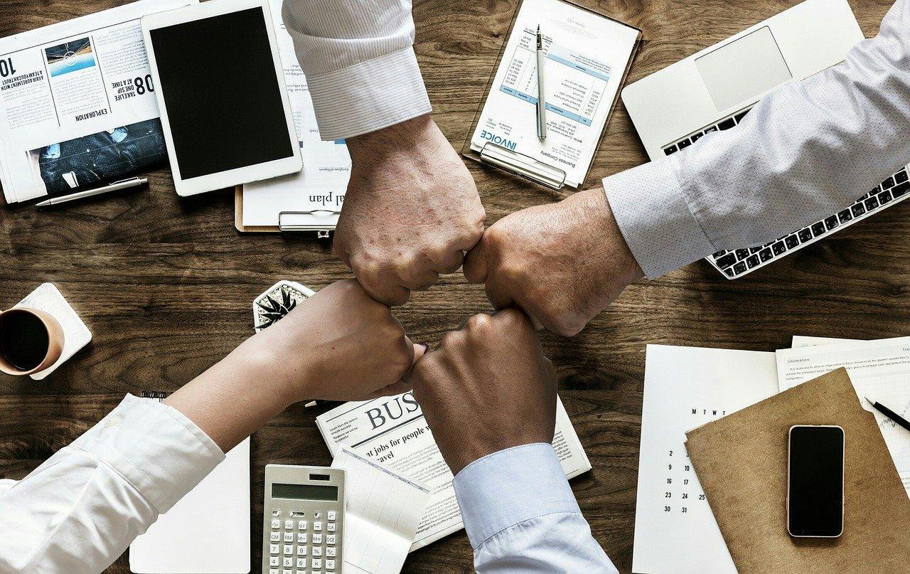 teamwork, cooperation, brainstorming-3213924.jpg